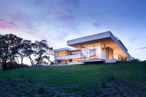 define retrospect modern vineyard house naturally blends function and comfort
