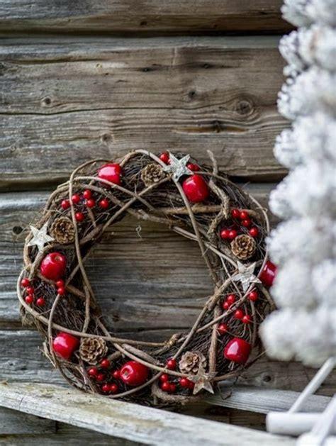 weihnachtsdeko aus holz selber basteln adventskranz ideen und bilder f 252 r eine m 228 rchenhafte weihnachtsdeko