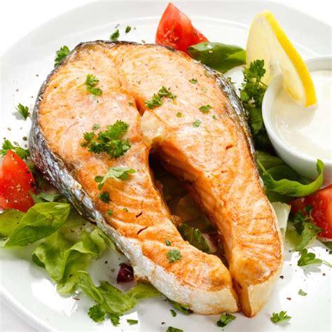cuisiner darne de saumon recette des darnes de saumon à la nantua pratique fr