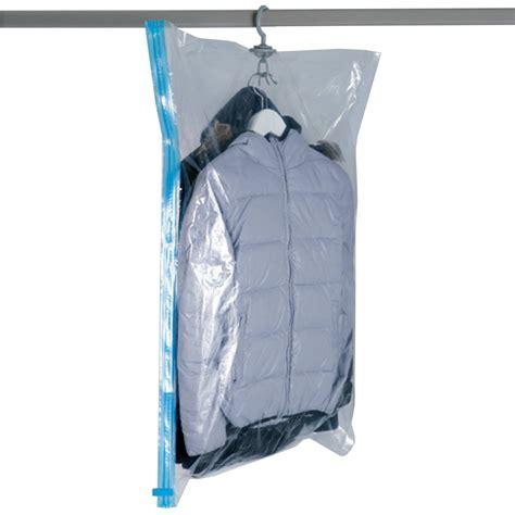rangement couette sous vide housse sous vide pour cintres linge de lit kiabi 4 00