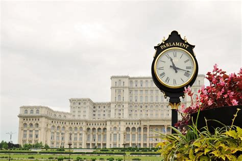 amazing facts   palace   parliament
