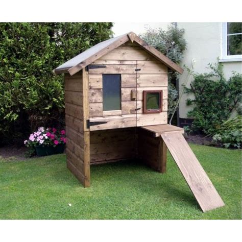 outdoor large luxury cat house  chalet