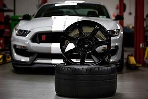 Carbon Fiber Wheels Are the 2016 Shelby GT350R Mustang's Party Piece - autoevolution