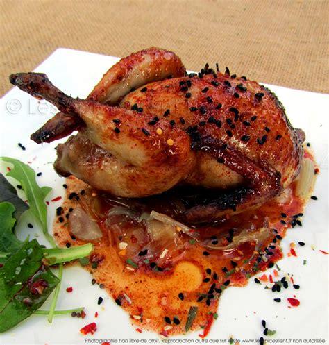 cuisiner cuisse de poulet au four cailles rôties au four marinade au miel épices tandoori