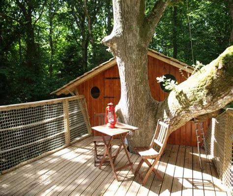 chambre d hotes dans les arbres les cabanes de kermenguy cabanes dans les à cléder