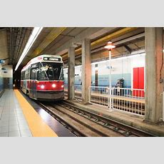 How To Get Around Toronto With Subway & Streetcars  For