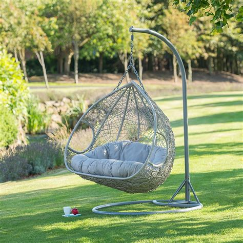 In 1958, jacobsen created the official egg chair, a masterful pairing of form and function. Siena Hanging Snuggle Egg Chair | Garden Furniture - B&M