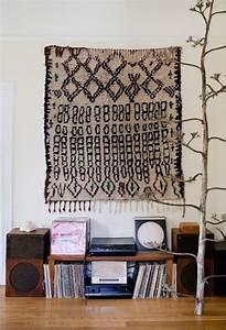 tendance accrochez vos tapis aux murs frenchy fancy With tapis pour mur