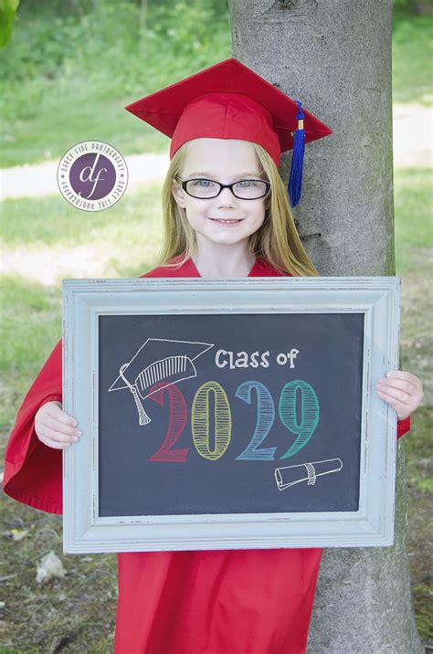 best 25 preschool graduation ideas on 463 | 3dbf6304ce8f98cfc9cbc68a4b379811 kindergarten picture ideas graduation kindergarten graduation photography