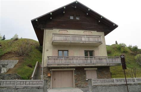 maisons et chalets typiques des alpes