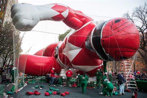 macys thanksgiving day parade guide street closures