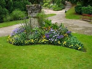 Parterre De Fleur Avec Cailloux : parterre de fleurs supertoinette ~ Melissatoandfro.com Idées de Décoration