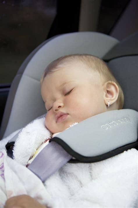siege auto nourrisson bébé nourrisson qui dort dans une siège auto images