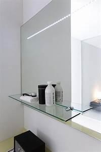 miroir salle de bain lumineux en 55 designs super modernes With carrelage adhesif salle de bain avec plafond lumineux led
