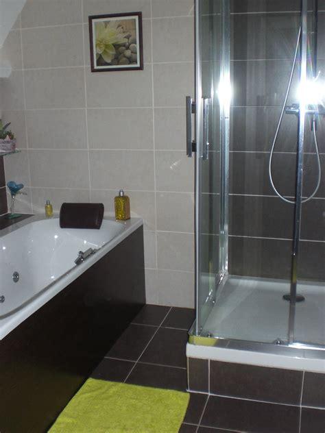 salle de bain photo 1 2 en vert et marron