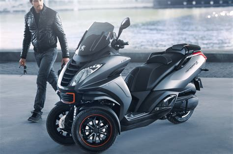 scooter 3 roues peugeot peugeot pr 233 pare un nouveau scooter 3 roues pour 2018 moto magazine leader de l actualit 233 de