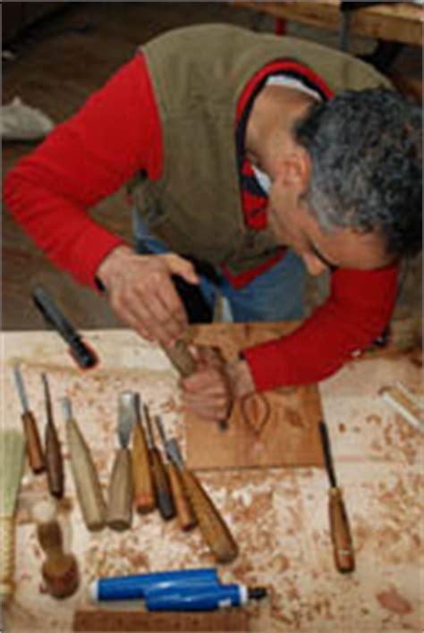 learn wood carving  calvo wood carving school