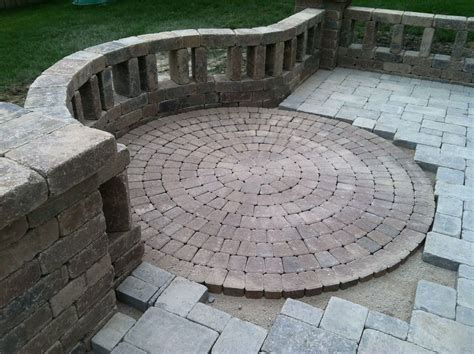 Unilock Bricks by Unilock Olde Greenwich Cobble Circle Kit Splashscapes