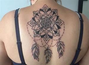 Frauen Rücken Tattoo : traumf nger tattoo seine bedeutung und 22 ideen ~ Frokenaadalensverden.com Haus und Dekorationen