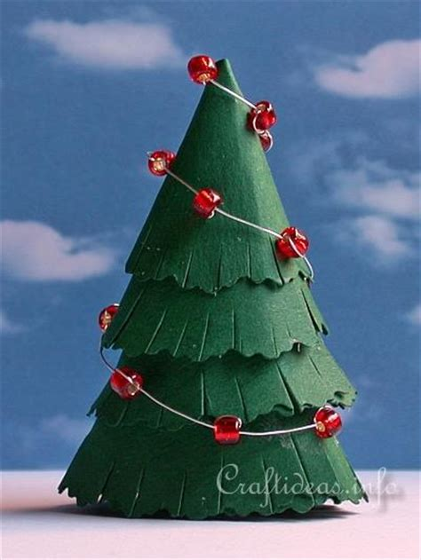 Decorate Christmas Tree Garland Beads by Free Paper Crafts For Christmas Paper Christmas Tree