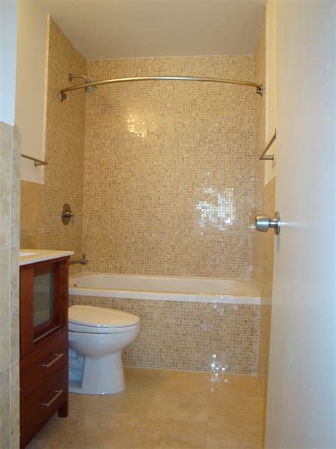 curved curtain rods Bathroom Contemporary with bath mat