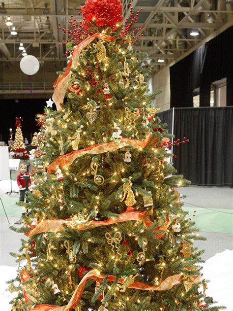 red  gold christmas tree pictures   images
