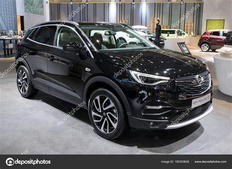 opel grandland x schwarz новый автомобиль opel grandland x внедорожник 2018 стоковое редакционное фото 169 foto vdw