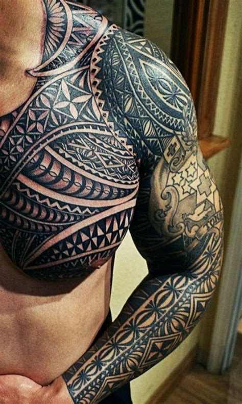 colored polynesian azteken motiv brust und