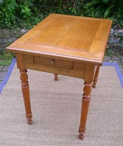 Petite Table Bureau : petite table bureau en merisier et ceinture de chataignier ~ Teatrodelosmanantiales.com Idées de Décoration