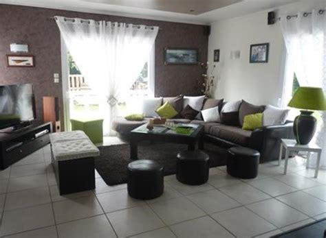coussins originaux canapé décoration salon moderne taupe