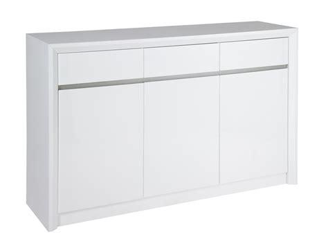 aparador lacado en blanco brillo de estilo moderno