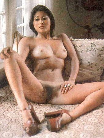 Linda Shaw  nackt