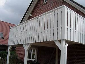 balkon carport mit brustung in weissgrundierter larche With katzennetz balkon mit mc garden carport