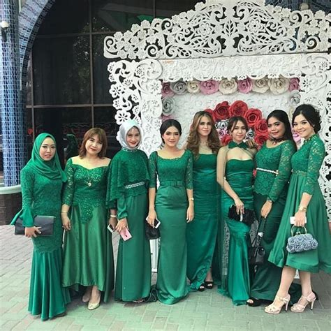 model kebaya modern hijau broklat rok velvet menjahit