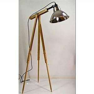 Stehlampe Retro Design : stehlampe holz mit dreibeine inklusive scheinwerfer beste hause dekorieren ideen ~ Bigdaddyawards.com Haus und Dekorationen