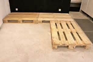 canapé en palette en bois tuto un canapé d angle en palettes