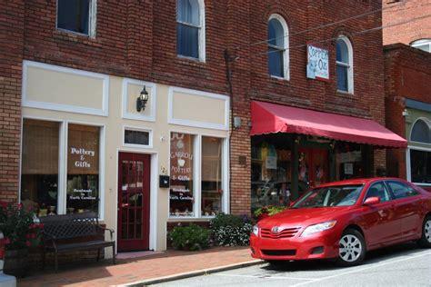 6 reasons to live in black mountain carolina