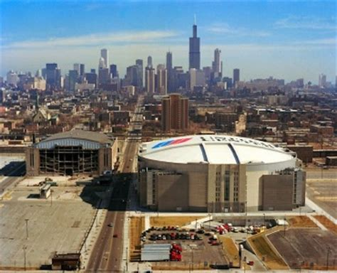sports stadium review united center question about crowd noise level in chicago hockey Pro