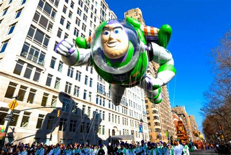 thanksgiving day parade takes   turn scholasticcom