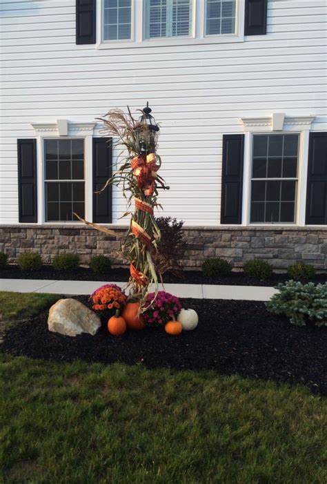 fall decorations   front lamp post front porch