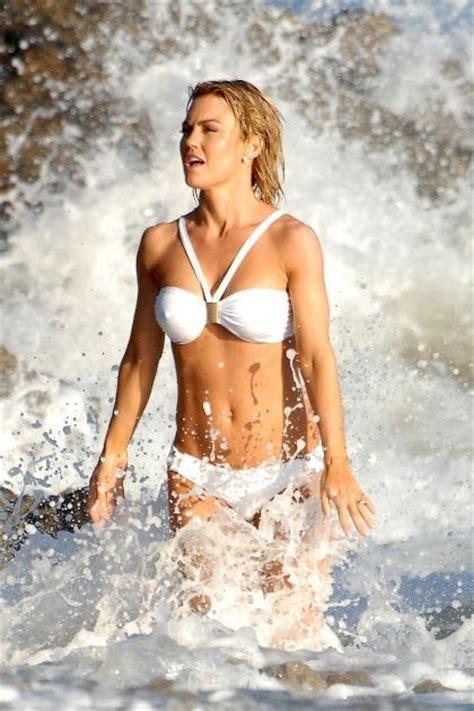 kelly clarkson beach bikini pics hot actress sexy pics