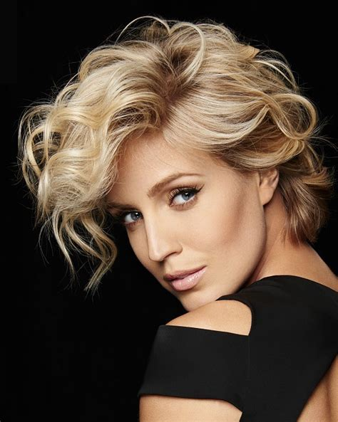 A Medium Blonde hairstyle From the Women Collection for