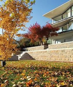 Gartenmauern Aus Naturstein : mediterrane gartenmauer aus naturstein mit einer m nch ~ Sanjose-hotels-ca.com Haus und Dekorationen