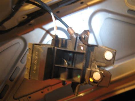 Comment Ouvrir Une Porte De Voiture Sans Clé by Coffre W203 Ouverture Automatique Out R 233 Solu