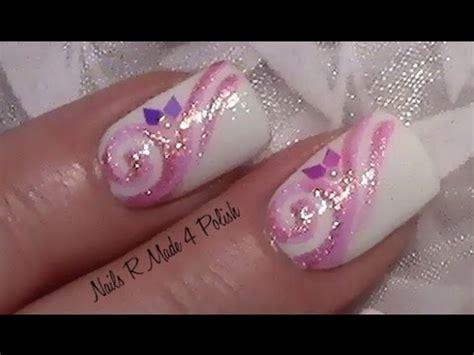 rosa glitter schnoerkel nageldesign fingernaegel lackieren