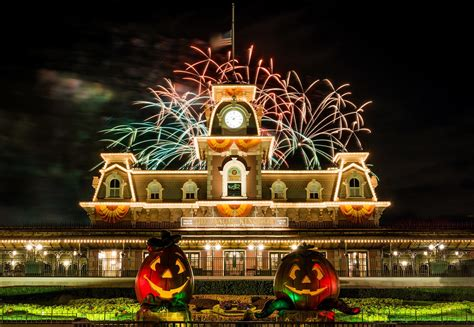 32 Halloween Decorations Disney World
