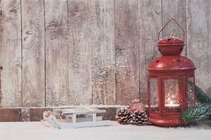 Lampe Mit Eigenen Fotos : red antike lampe mit einer brennenden kerze download der ~ Lizthompson.info Haus und Dekorationen