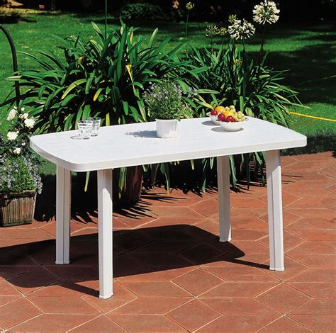 table de jardin en plastique pas cher