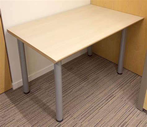 bureau 70 cm bureau droit plateau bois de couleur blond clair avec
