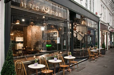 Complex with a smooth honey mouthfeel. Uncommon Ground : Review | Gallery | Offers | Phone Number | Wriggle - exclusive food & drinks ...